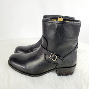 FRYE Ankle Boots Blk Sz 7 1/2 B with Buckle